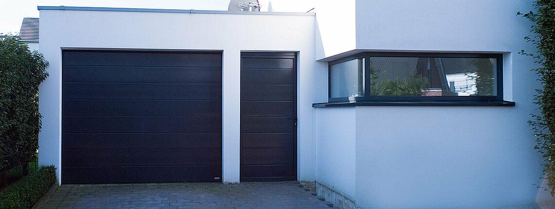 Garagen-Sektionaltor mit Nebentüre